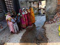 'સવારે 6 વાગ્યાથી ઘરમાં ગટરના પાણી આવી જાય છે, નાના માણસો છીએ એટલે અમારું કોઇ સાંભળતું નથી', પાટડીના જમાદારવાસના રહિશો મહોલ્લા છોડી રહ્યાં છે|પાટડી,Patdi - Gujarati News