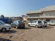 હળવદના સરા રોડ પર વાહનો પાર્ક થતાં રાહદારીઓમાં રોષ, અમુક વેપારીઓ જાણીજોઇને વાહનો મૂકતા હોવાની રાવ|હળવદ,Halvad - Gujarati News