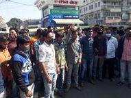 નડિયાદ ટ્રાફિક પોલીસની દાદાગીરી રિક્ષાચાલકને લાફો ઝીંકી દેતા હોબાળો|નડિયાદ,Nadiad - Gujarati News