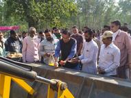 છોટાઉદેપુરના ધનપુર પાસે ડામર રોડનું ખાતમુહૂર્ત છોટા ઉદેપુર,Chhota Udaipur - Gujarati News