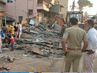 વલસાડ ડેપો વિસ્તારમાં બીજા દિવસે 8 દૂકાનના ઓટલા-બોર્ડ તોડી પાડ્યા|વલસાડ,Valsad - Gujarati News