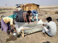 રણના અગરિયાઓને ખાટલામાં પ્લાસ્ટિક બાંધી પીવાનું પાણી રાખવું પડતું હોવાની નોબત|પાટડી,Patdi - Gujarati News