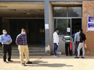 સિવિલ હોસ્પિટલના હેલ્પડેસ્કમાં સામાજિક અંતરનું પાલન નહીં|ગાંધીનગર,Gandhinagar - Gujarati News