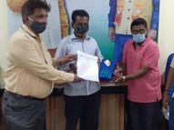 મહામારીના કાળમાં વ્યારાને સ્વચ્છ રાખવામાં યોગદાન આપનારા કર્મચારીઓનું સન્માન, પાલિકા દ્વારા કામદારોનું સન્માન કરી ઉત્સાહ વધારાયો|વ્યારા,Vyara - Gujarati News
