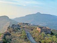 સાપુતારાની સરહદે હતગઢ કિલ્લો, રાજ્યભરના પ્રવાસીઓને આકર્ષે છે|નવસારી,Navsari - Divya Bhaskar