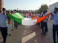 ખોડલધામમાં ગુજરાતનો સૌથી લાંબો 1551 ફૂટ અને 10 ફૂટ પહોળો રાષ્ટ્રધ્વજ ફરકાવ્યો, વિશ્વનું પહેલું મંદિર, જ્યાં ધર્મધજા સાથે રાષ્ટ્રધ્વજ પણ ફરકાવાય છે|રાજકોટ,Rajkot - Divya Bhaskar