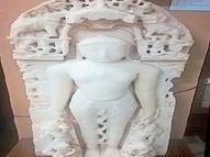 દાંતાની દીવડીમાં ખોદકામમાં મળેલી 822 વર્ષ જૂની જૈન તીર્થંકરની 2 મૂર્તિ બરોડા મ્યુઝિયમમાં મૂકાઈ|વડોદરા,Vadodara - Divya Bhaskar