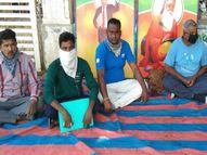 છૂટા કરાયેલા 10 કર્મચારીઓને પરત લેવાની માંગ સાથે ધરણાં|સુરેન્દ્રનગર,Surendranagar - Divya Bhaskar