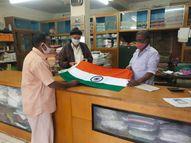 કચ્છના ખાદી ભંડારોમાં અંદાજિત બે લાખ રાષ્ટ્રધ્વજનું વેંચાણ|ભુજ,Bhuj - Divya Bhaskar