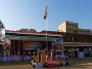 જિલ્લાકક્ષાના પ્રજાસત્તાક દિવસની નવસારીમાં ઉજવણી, કેબિનેટમંત્રી ઇશ્વર પરમારે ધ્વજ ફરકાવ્યો|નવસારી,Navsari - Divya Bhaskar