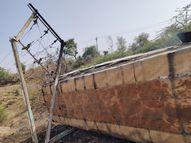 મોટી ભુગેડીમાં વીજ થાંભલા સાથે ભટકાતાં ખાનગી બસ બળીને ખાક સંતરામપુર,Santrampur - Divya Bhaskar