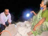 નસવાડીમાં માતા-પુત્રે રાત્રીના 3 વાગે પાઈપલાઈનનું કામ કર્યું નસવાડી,Nasvadi - Divya Bhaskar
