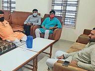 થરાદમાં પોલીસે વેપારીઓ સાથે અસભ્ય વર્તન કરતાં ધારાસભ્યને રજૂઆત કરાઈ|થરાદ,Tharad - Divya Bhaskar
