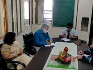 સુરતમાં સ્વનિર્ભર શાળા સંચાલકોએ સરકારના માસ પ્રમોશનના નિર્ણયને ઉતાવળિયો ગણાવી કહ્યું, ઘણા વિકલ્પો પર વિચારણા કરી શકાય|સુરત,Surat - Divya Bhaskar