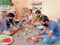 શ્રી રામ સેવા સમિતિના કાર્યકરો દ્વારા હોમ ક્વોરેન્ટાઇન લોકો માટે ફ્રી ટીફીન સેવા|પાલનપુર,Palanpur - Divya Bhaskar