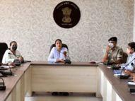 નવસારીમાં કોરોનાની સ્થિતિમાં લોકોને જરૂરી સુવિધાઓ ઉપલબ્ધ થાય તે માટે જિલ્લા કલેકટરે અધિકારીઓ સાથે બેઠક યોજી નવસારી,Navsari - Divya Bhaskar