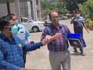 નવસારી જિલ્લાના આરોગ્ય અધિકારીને કોરોના સંક્રમણ બાબતે સવાલ પુછતા ગીન્નાયા નવસારી,Navsari - Divya Bhaskar