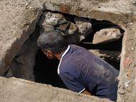 વડોદરામાં સેફ્ટીના સાધનો આપ્યા વિના કોન્ટ્રાક્ટર કામદારો પાસે વરસાદી કાંસની સફાઇ કરાવે છે, કામદારોના જીવ જોખમમાં મૂક્યા|વડોદરા,Vadodara - Divya Bhaskar