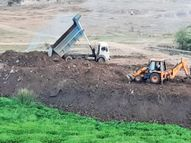 નવસારીનાં વોર્ડ નં.4માં વરસાદી પાણીનાં નિકાલની વ્યવસ્થામાં અવરોધ થતા વિરોધ નવસારી,Navsari - Divya Bhaskar