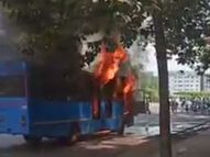 સુરતમાં ઈમર્જન્સી સેવા માટે ચાલતી સિટી બસમાં ભીષણ આગ ફાટી નીકળતા અફડાતફડી સર્જાઈ|સુરત,Surat - Divya Bhaskar
