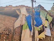 મહુવાના ઉમરામાં ઘરોની છતને લગોલગ વીજલાઇન દુર્ઘટનાને નોતરૂં આપી રહી છે મહુવા,Mahuva - Divya Bhaskar