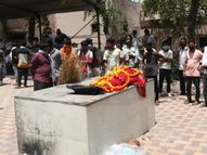 જમાલપુર સ્મશાનગૃહમાં મૃતદેહના હાથ-પગ હલતા હોવાનો ભાસ થતાં પરિવારે 3 કલાક રાહ જોઈ, અંતે તથ્ય ન જણાતા અંતિમવિધિ અમદાવાદ,Ahmedabad - Divya Bhaskar