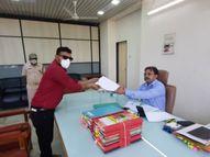 સલૂન વ્યવસાયને આંશિક છૂટ મળે તે માટે જિલ્લા અધિક કલેકટર ને આવેદન આપાયું|નવસારી,Navsari - Divya Bhaskar