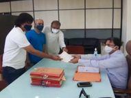 નવસારીમાં ગારમેન્ટ અને ફુટવેર સહિતનો વ્યવસાય કરતાં વેપારીઓએ છૂટ મળે તે માટે કલેકટરને આવેદન આપ્યું|નવસારી,Navsari - Divya Bhaskar