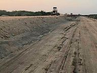 ભુજથી-ધર્મશાળા રોડનું કામ શંકામાં ,રણની માટીના ઉપયોગનો આક્ષેપ|ભુજ,Bhuj - Divya Bhaskar