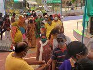 નડિયાદમાં રસીકરણ દરમિયાન ભાજપ પ્રમુખની દખલગીરીથી કર્મીઓ વિફર્યા, કહ્યુ, 'અમારી બદલી કરી દો' નડિયાદ,Nadiad - Divya Bhaskar