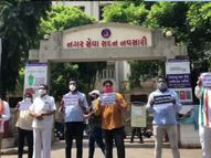નવસારી જિલ્લામાં આરોગ્યની સ્થિતિ કથળી હોવાના આક્ષેપ સાથે કૉંગ્રેસનો મૌન વિરોધ|નવસારી,Navsari - Divya Bhaskar
