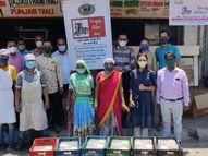 ગરીબોની મદદે આવ્યાં અમદાવાદી યંગસ્ટરો, કોઈ વકીલ તો કોઈ ફેશન ડિઝાઈનર, સવાર-સાંજ 1000થી વધુ ફૂડ પેકેટ લોકો સુધી પહોંચાડે છે|અમદાવાદ,Ahmedabad - Divya Bhaskar