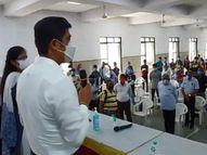 વોર રૂમ થકી ટેસ્ટીંગ, ટ્રેકિંગ અને ટ્રીટમેન્ટની થતી કામગીરીની પાલિકા કમિશનર દ્વારા સમીક્ષા|સુરત,Surat - Divya Bhaskar