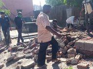 પૂર્વ પાલિકા સભ્યે કરેલું દબાણ અંતે નગરપાલિકાએ તોડી પાડ્યું|નવસારી,Navsari - Divya Bhaskar