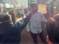 सदर बाजार से अतिक्रमण हटा रही जेसीबी पर चढ़ा युवक, कोतवाली भिजवाया तो विरोध में व्यापारियों ने की नारेबाजी|भिंड,Bhind - Dainik Bhaskar