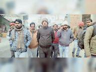 बड़हरिया पुराना बाजार में चला सफाई अभियान, नालियों से हटाई गई गंदगी|सीवान,Siwan - Dainik Bhaskar