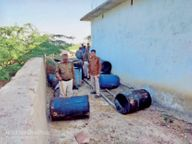 भितरवार के चकमियापुर में छापा, 35 लाख की कच्ची शराब व लहान जब्त कर नष्ट किया, बीट प्रभारी सस्पेंड|डबरा,Dabra - Dainik Bhaskar
