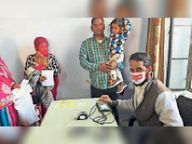 खोखर में शिविर के अंतिम दिन 53 आधार कार्ड बनाए|मंगलाना,Manglana - Dainik Bhaskar