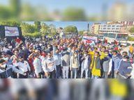 हड़ताल दो गुटों में विभाजित, एक काम कर रहा, दूसरा विरोध|जयपुर,Jaipur - Dainik Bhaskar