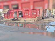 सर्विस रोड पर बना नाला बंद होने से सड़क पर जमा हो रहा गंदा पानी|धौलपुर,Dholpur - Dainik Bhaskar