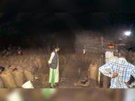लोईंग सोसाइटी में किसानों से ले रहे थे दो किलो ज्यादा धान|रायगढ़,Raigarh - Dainik Bhaskar