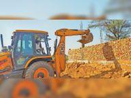 प्रशासन ने कारिया बस स्टैंड पर पंचायत की जमीन को कराया कब्जा मुक्त|महेंद्रगढ़,Mahendragarh - Dainik Bhaskar