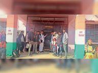 पीडी खातों के विरोध में सरपंचों ने आईटी केंद्रों पर की तालाबंदी|मकराना,Makrana - Dainik Bhaskar