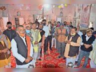 स्वास्तिक बनाकर श्रद्धालुओं के लिए खोले मंदिरों के पट सीकर,Sikar - Dainik Bhaskar
