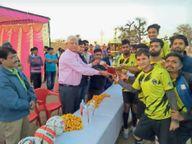 खीरवा ने धनूरी को को हराकर जीता फुटबॉल प्रतियोगिता का फाइनल मंडावा,Mandawa - Dainik Bhaskar