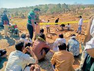 युवक की हत्या कर शव सड़क किनारे फेंका, पत्नी व संदिग्ध युवकाें से पूछताछ|चित्तौड़गढ़,Chittorgarh - Dainik Bhaskar