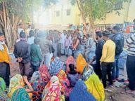 वेतन की मांग को लेकर अड़े सफाई कर्मचारी, गंदगी से अटा पड़ा शहर|करौली,Karauli - Dainik Bhaskar
