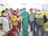 एस्सार हॉस्पिटल में साढ़े 6 माह की गर्भवती महिला का हुआ सामान्य प्रसव, जच्चा-बच्चा दोनों सुरक्षित करौली,Karauli - Dainik Bhaskar
