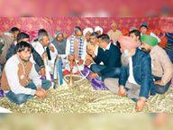 भूख हड़ताल पर बैठे किसान भी अनशन त्याग दिल्ली रवाना, आज भी जाएंगे जत्थे|रोहतक,Rohtak - Dainik Bhaskar