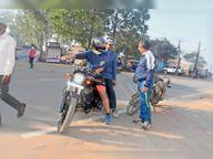 सफाई व्यवस्था देखने सीएमओ को बैठाकर बाइक से निकले कलेक्टर|विदिशा,Vidisha - Dainik Bhaskar